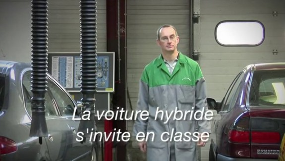 La voiture hybride s'invite en classe