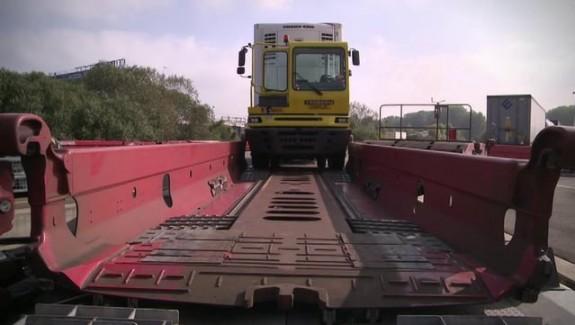 Les camions prennent le train